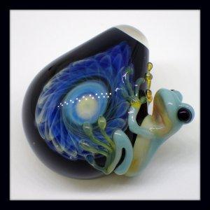 画像1: aquarius アクエリアス ☆ ガラスペンダントトップ<青カエルくん>